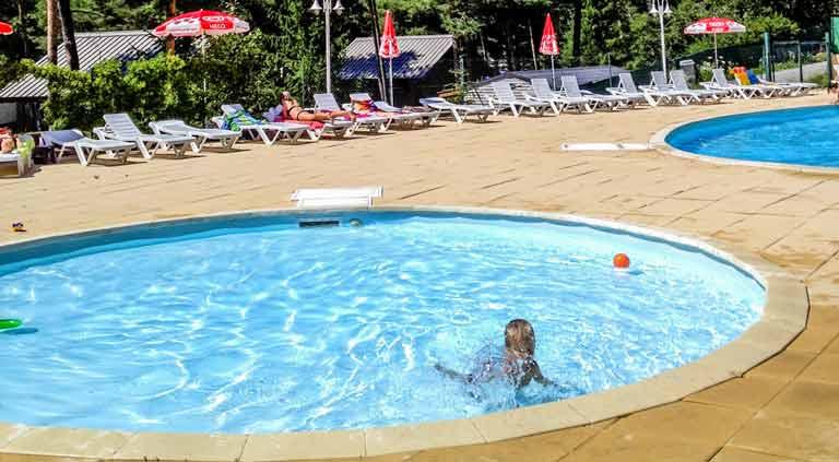 camping avec piscine pour vacances dans les alpes