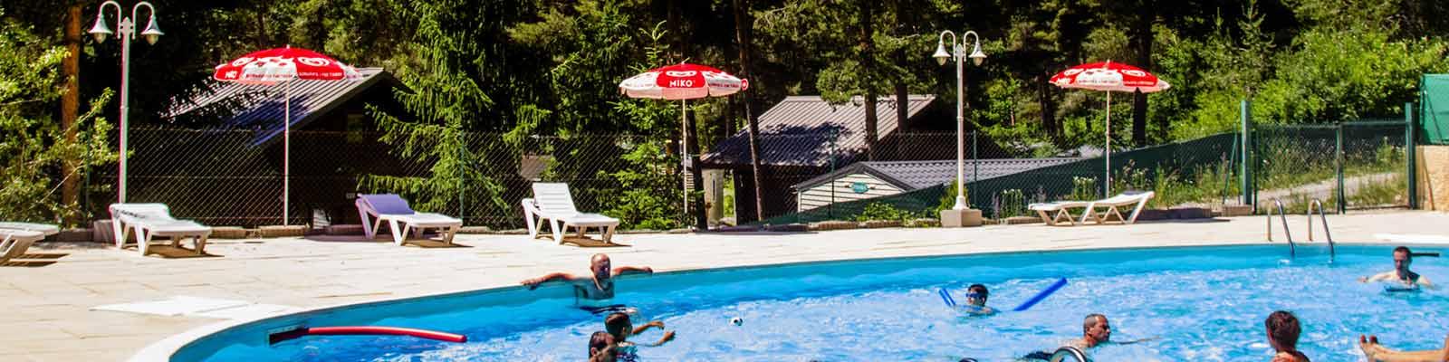 Camping avec piscine alpes de haute provence for Hotel hautes alpes avec piscine